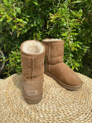UGG II chestnut sz 7 for Sale in Compton, CA