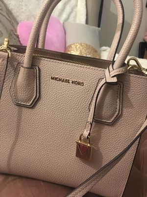 Michael Kors blush Mercer Messenger bag for Sale in Staten Island, NY