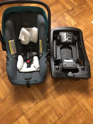 Like new car seat with base for sale for Sale in Jersey City, NJ
