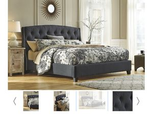 King upholstered bed frame for Sale in Albuquerque, NM