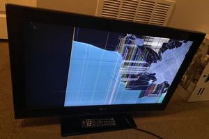 32 Inch Damaged Screen LG TV with Remote for Sale in Gahanna, OH