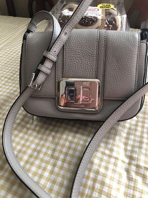 Autentic Mk cross body brand new never used size small for Sale in Los Angeles, CA