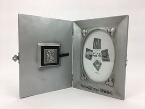 """Disney World 100 Years of Magic 4"""" X 6"""" Photo Frame with Pin for Sale in Hamilton Township, NJ"""
