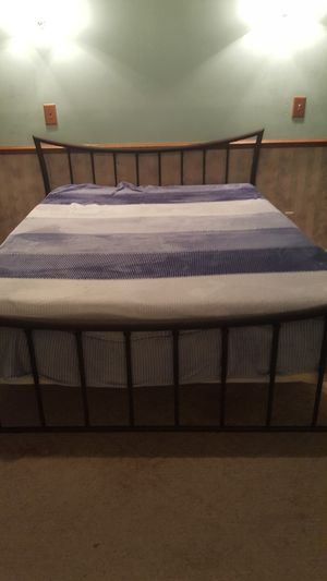 Queen size bed frame for Sale in Sycamore, IL