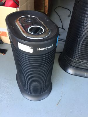 Honeywell small air purifier for Sale in Springfield, VA
