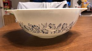 Pyrex vintage 2.5 quart bowl for Sale in Cape Coral, FL