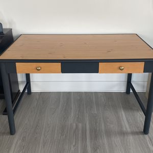 Refurbished Desk for Sale in Linthicum Heights, MD