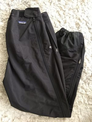 Patagonia Pants L Zip Sides Snow Ski Hike Wind Rain Water Men's Black. Condition is Pre-owned. See pictures ask questions and make an offer! for Sale in Queens, NY