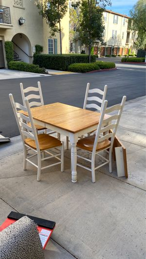 Must go Wood dining table and chairs for Sale in Costa Mesa, CA
