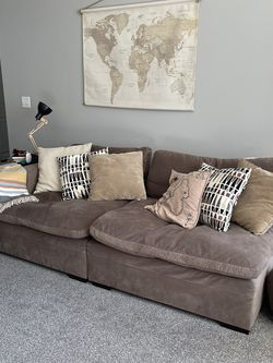 Couch for Sale in Hilliard,  OH