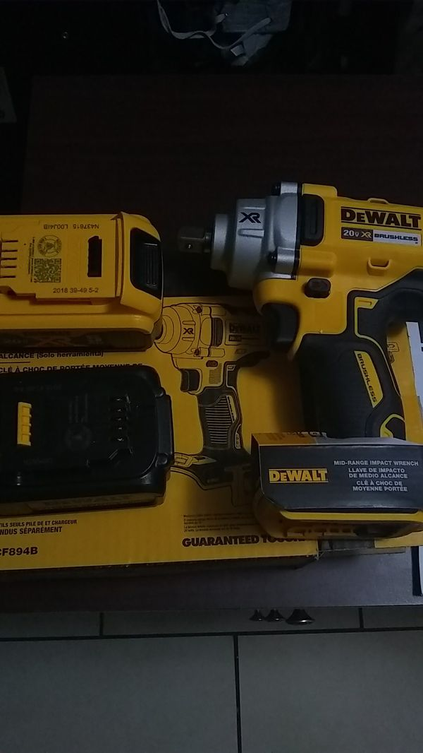 "DEWALT 1/2""(12.7 mm) MID RANGE IMPACT WRENCH WITH DETENT PIN ANVIL WITH 2 BRAND NEW 20 XR 5AH 20 VOLT MAX BATTERY"