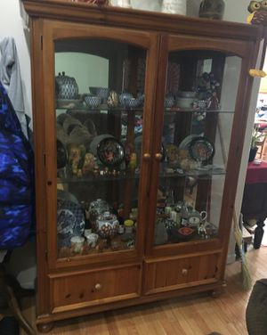 Broyhill china hutch with light & two drawers for Sale in Salem, OR