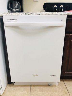 Whirlpool America white dishwasher from Home Depo for Sale in Austin, TX