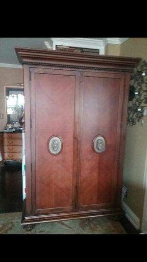 Thomasville mahogony armoire for Sale in New York, NY