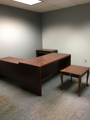 Office furniture for cheap in great condition for Sale in Decatur, GA