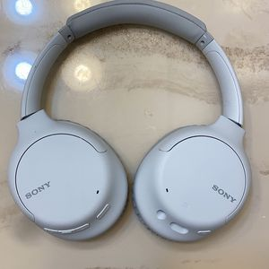 Sony WHXB900N Noise Cancelling Headphones, Wireless Bluetooth Over the Ear Headset for Sale in Daly City, CA