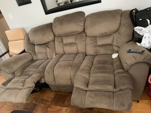 Great Double recliner couch for Sale in Camp Springs, MD