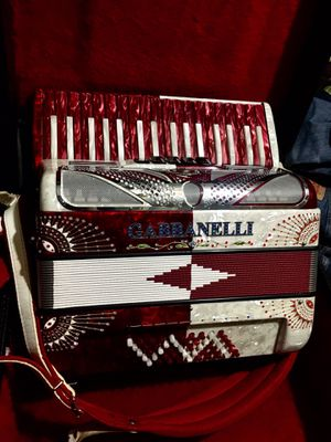 Acordeón de teclas gabbanelli for Sale in Dallas, TX