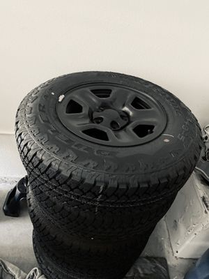 2018 Jeep Wrangler tires and wheels for Sale in Las Vegas, NV