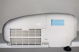 EPSON PowerLite Home Cinema 2040 3D 1080p 3LCD Projector for Sale in Fairfax, VA