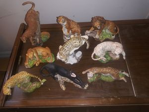 """Franklin Mint """"The Big cats of the world"""" statue collection with display stand for Sale in Macclenny, FL"""