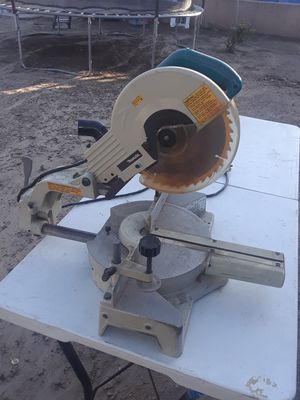 Makita miter saw. Old but working perfectly. for Sale in San Diego, CA