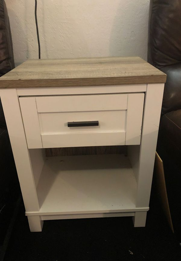 End table$25 obo movin Friday!