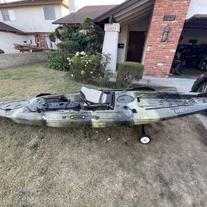 Vibe Kayak, Sea Ghost 130 + Fish Finder Included for Sale in Cerritos, CA