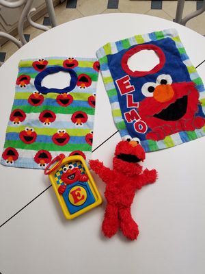 Sesame Street baby toy, 2 bibs, and Shake Me Elmo for Sale in Colton, CA