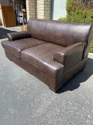 5ft x 3ft Loveseat sofa for Sale in Tempe, AZ