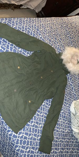 LIKE NEW Hollister Faux Fur Parka (M) girls/women for Sale in West Haven, CT