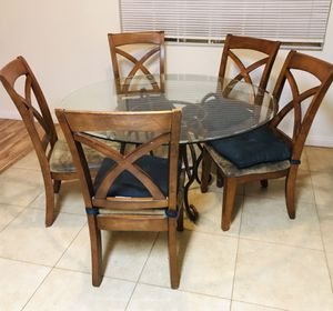 Dining Table With Glass Top for Sale in Los Alamitos, CA