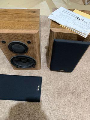 """KLH 6.5"""" two way speakers wood grain for Sale in Lewisburg, PA"""