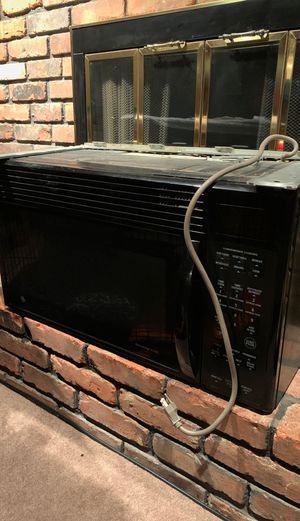 GE Spacemaker above range microwave for Sale in Brunswick, OH
