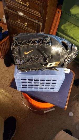 Nike Diamond Elite Baseball Glove 12.75 L/H Throw. Black for Sale in Chesapeake, VA