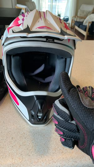 Dirt bike helmet/never used + gloves for Sale in Draper, UT