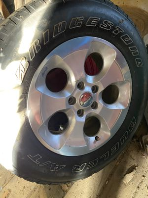 Jeep Wrangler wheel and tire for Sale in Montgomery, IL