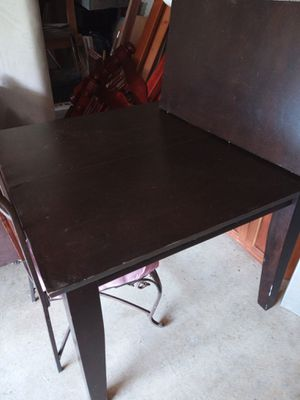 Real wood kitchen table with leaf extension $40 OBO chairs not included for Sale in Columbus, OH