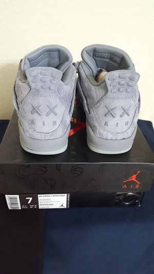 Jordan retro 4 Kaws size 7 for Sale in Waverly, FL