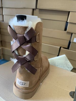 Size 6,7,8,9,10 Bailey bow ugg boots for Sale in Victorville, CA