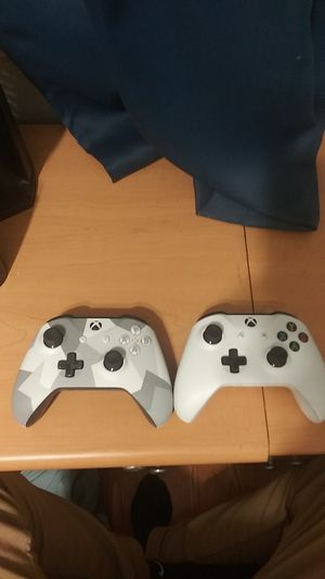 Xbox One Controllers for Sale in Lake Wales, FL