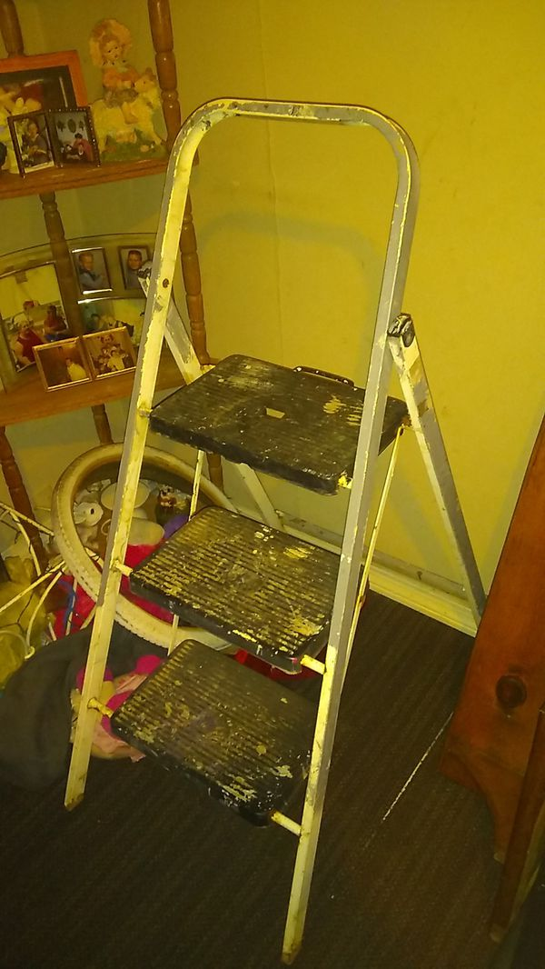 Painters step ladder good condition no low balls