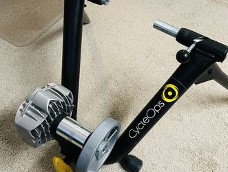 Like new! CycleOps Trainer Bike Stand for Sale in McLean,  VA