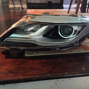 2017 Lincoln Mkc Driver Head Light for Sale in Des Moines, WA
