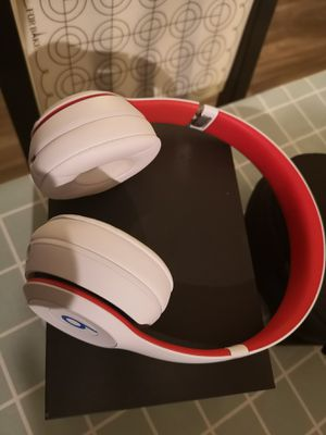 Beats Solo 3 wireless headphone brand new condition for Sale in Tempe, AZ