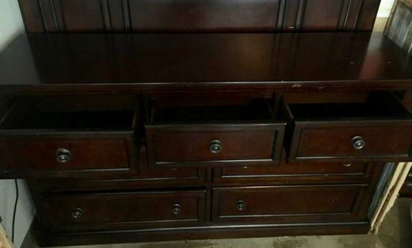 Dresser / TV stand / buffet