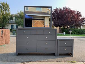 Dresser and nightstand set for Sale in Vacaville, CA