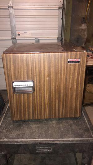 Samsung mini fridge for Sale in St. Louis, MO