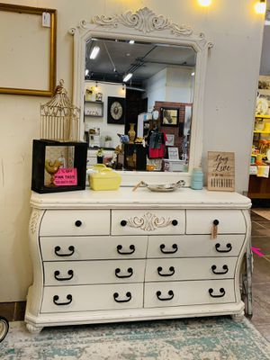 Gorgeous white dresser with mirror newly refinished for Sale in Sumner, WA