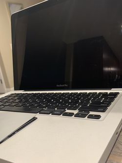 MacBook 2010 With Extra long charger for Sale in Old Agoura,  CA